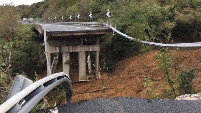 It's raining again! Another fallen bridge in Italian highways. Viaduct's security: open investigations