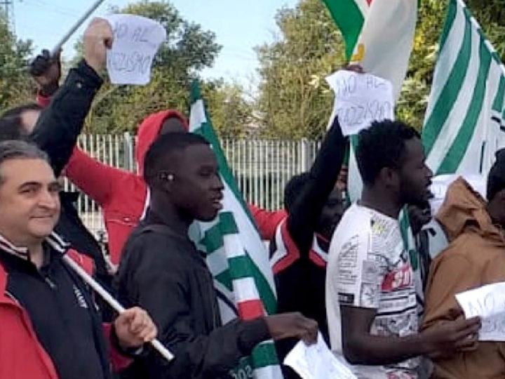 """""""FRASI RAZZISTE SUL LAVORO: A CASA 20 SENEGALESI"""". ll centrodestra appoggia la protesta CISL mentre la CGIL si defila"""
