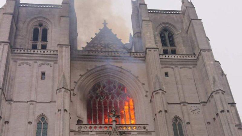 ROGO CATTEDRALE DI NANTES: Arrestato il migrante africano reo-confesso. Incendio pianificato per il permesso di soggiorno