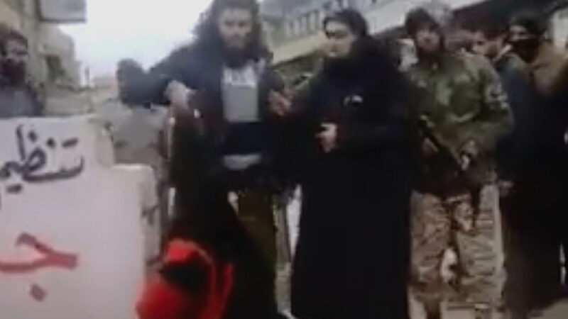 Afghanistan, Taliban's Repression. Chilling Video: Woman Killed with Shot at Head in the Street
