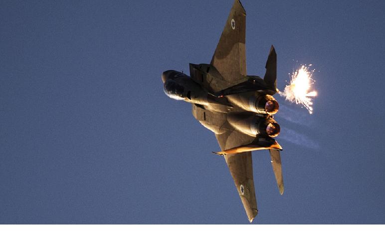 ISRAELE BOMBARDA ANCHE A NATALE