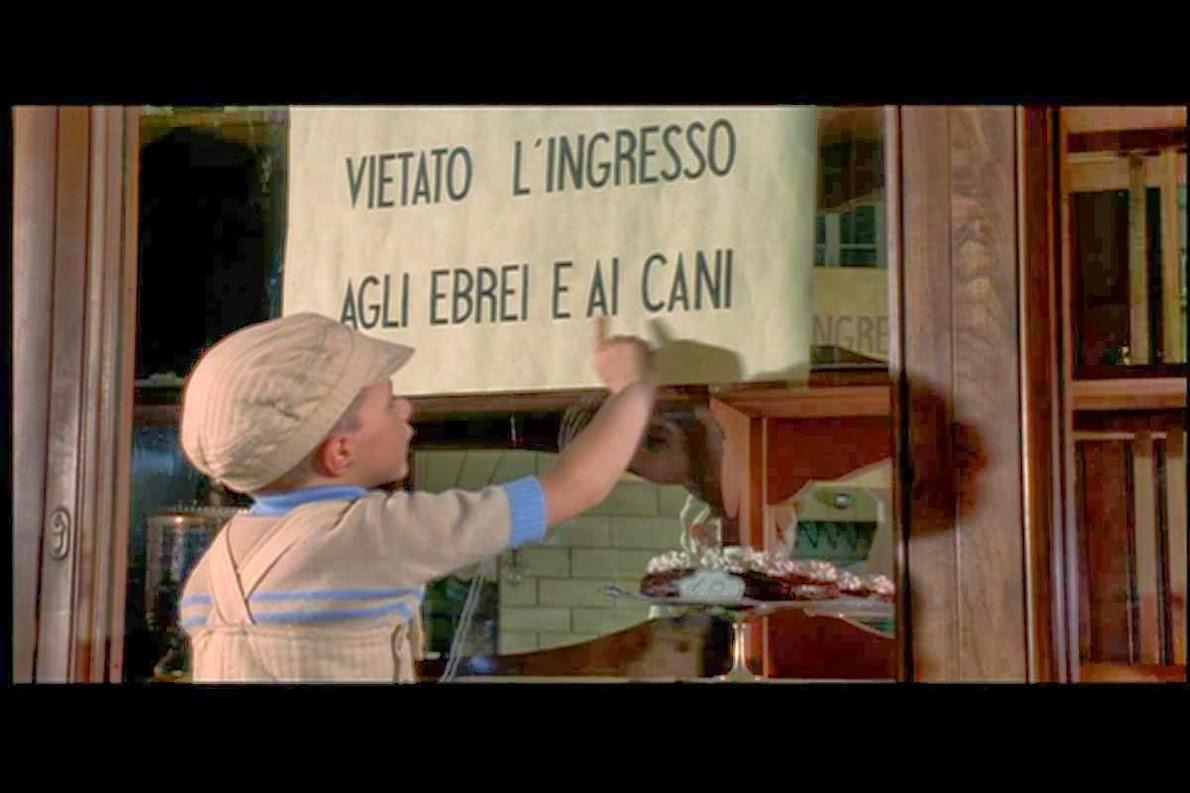 GREEN PASS: LOCALI VIETATI A 11 MILIONI DI ITALIANI. Come capitò agli Ebrei. Caos sui Controlli di Ristoratori e Polizia